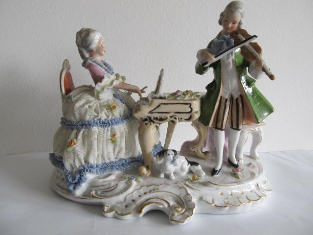 Bibelou din portelan . pianista si violonist (19)