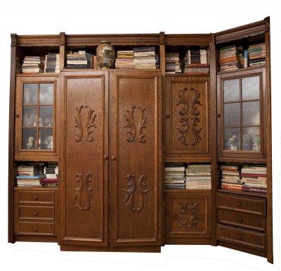 Biblioteca formata din 8 corpuri , dulap , vitrina , bar
