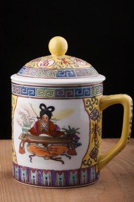 Cana cu capac pentru ceai , din portelan , China , pictata manual