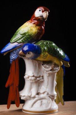 Papagali , Bibelou din portelan , marcat