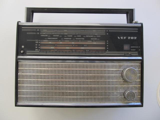 Radio VEF 202 , URSS (cu cablu de alimentare) - in stare de functionare