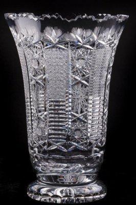 Vaza din cristal (10) (mica ciobitura conform pozei de detaliu)